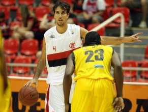 Flamengo vence Pinheiros na Arena HSBC