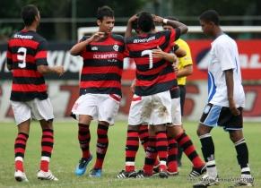 Empate entre Goiás e Coritiba complica situação do Mengão