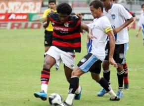 Diego Maurício faz quatro e Fla goleia o Caxias por 7 a 1