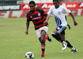 Juniores do Flamengo voltam a jogar pelo Estadual