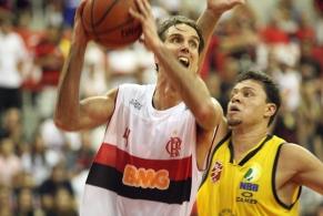 Veja Marcelinho fazendo história na HSBC Arena