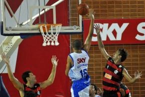 Marcelinho faz 33 pontos e Flamengo vence mais uma