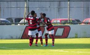 Flamengo vence o Vasco e assume a liderança do Estadual de Juniores