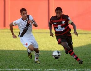 Juniores perdem clássico e se complicam na Taça Rio
