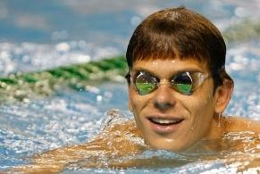 Cesar Cielo faz o melhor tempo nas eliminatórias dos 100m livre