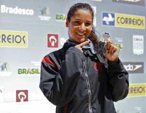 Joanna Maranhão estreia com ouro. Dobradinha rubro-negra na final dos 200m peito