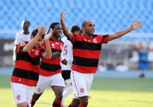 Flamengo gana Americano por 3-1