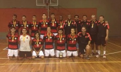 Equipe masculina de vôlei conquista Torneio Início