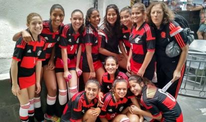 Meninas do vôlei sub-13 são bronze no Torneio Início