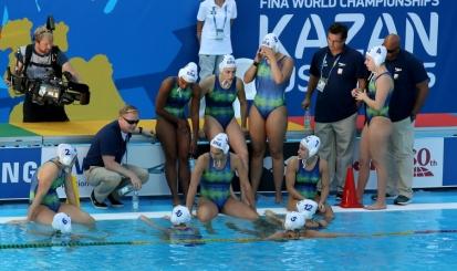 Brasil perde na estreia do Mundial para campeãs olímpicas