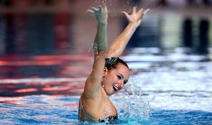 Maria Clara Lobo segue tradição familiar no nado sincronizado