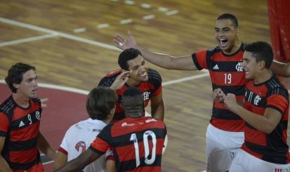 Flamengo supera Botafogo na estreia da Superliga B