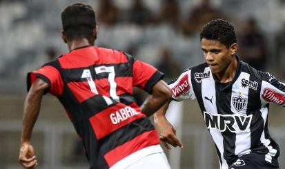 Atletas utilizam aparelho de monitoramento em tempo real na vitória sobre o  Atlético-MG - Flamengo 7b5ef7c00fc59