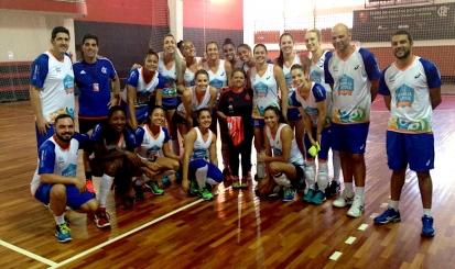 Campeãs olímpicas treinam na Gávea para semi da Superliga