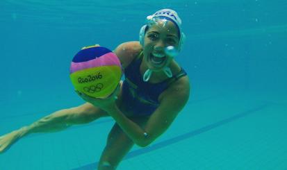 Marina Canetti entra para a história ao jogar na primeira partida do polo feminino em Olimpíadas