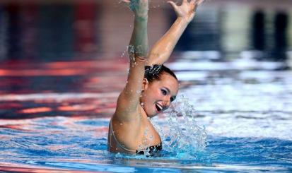 Maria Clara Lobo integra dueto olímpico de nado sincronizado