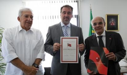 Flamengo concede título de sócio Honorário ao presidente da CAIXA