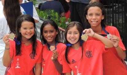 Flamengo recebe primeira competição oficial de nado na nova piscina