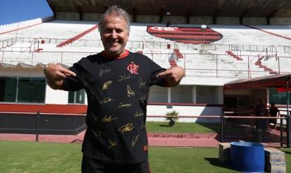 Compre a nova camisa do Mengão, invista no Patrimônio Histórico e conheça grandes craques como Zico, Junior e Angelim