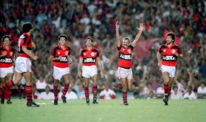 Flamengo presta homenagem aos pentacampeões de 92