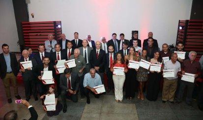 Flamengo realiza reunião solene para entrega de títulos
