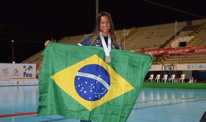 Rebecca Rodrigues se junta à equipe de nado artístico do Flamengo