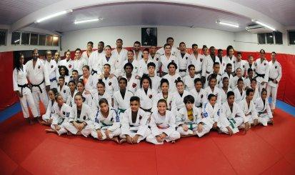 Sarah Menezes inicia treinamentos no Flamengo e inspira jovens atletas