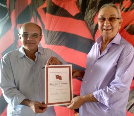 Eduardo Bandeira de Mello entrega título de sócio honorário a Jorge Felippe