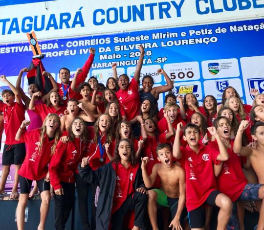 Flamengo é campeão do Festival Sudeste Mirim e Petiz de Natação