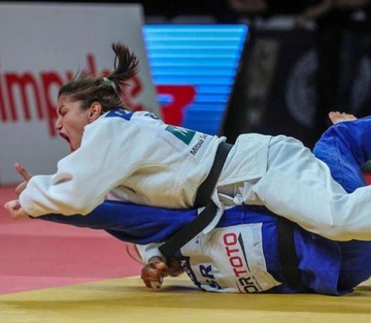 Sarah Menezes embarca para Treinamento de Campo Internacional no Japão