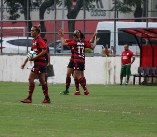 Dany Helena marca quatro gols e Flamengo/Marinha goleia Portuguesa