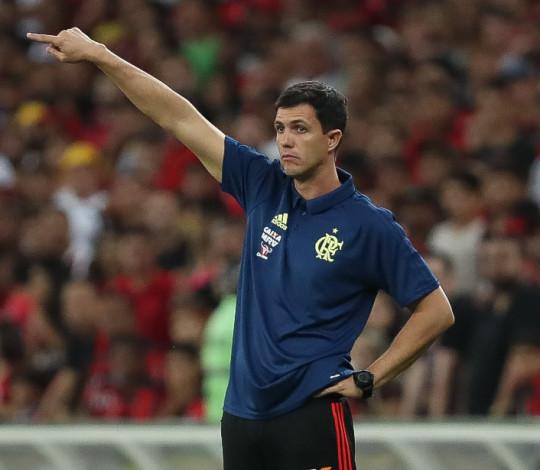 Maurício Barbieri celebra vitória e fala sobre pausa para a Copa do Mundo