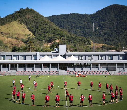 Flamengo encara o Palmeiras no último desafio antes da pausa para a Copa do Mundo