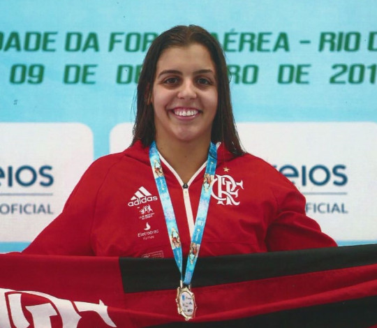 Conheça Beatriz Olivieri, da natação rubro-negra