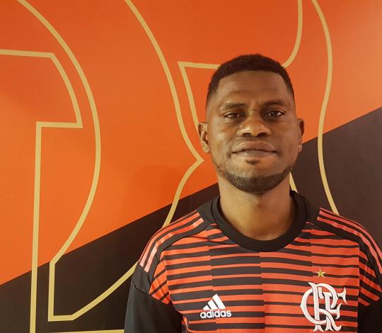 Refugiados encontram no Flamengo um grande amor e uma nova chance de viver