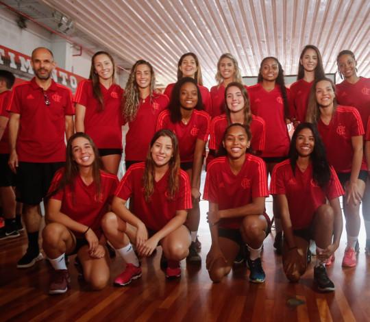 Equipe feminina de vôlei do Flamengo é apresentada oficialmente em evento na Gávea