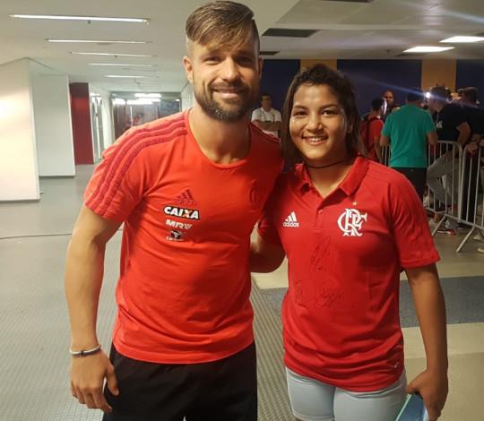 Sarah Menezes vai ao Maracanã e se encanta com a Nação