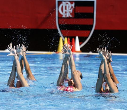 Atletas do Flamengo se preparam para o Pan-Americano de Nado Artístico