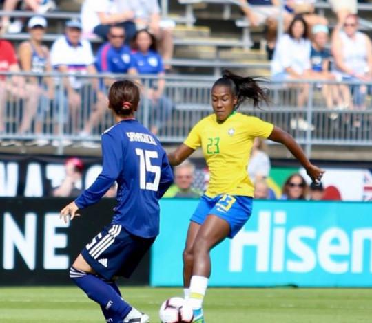 Titular em dois jogos, Rayanne realiza sonhos no Torneio das Nações