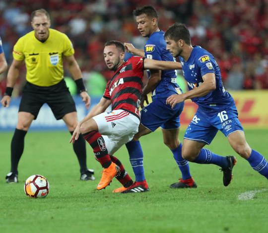 Flamengo perde para Cruzeiro na primeira partida das oitavas de final