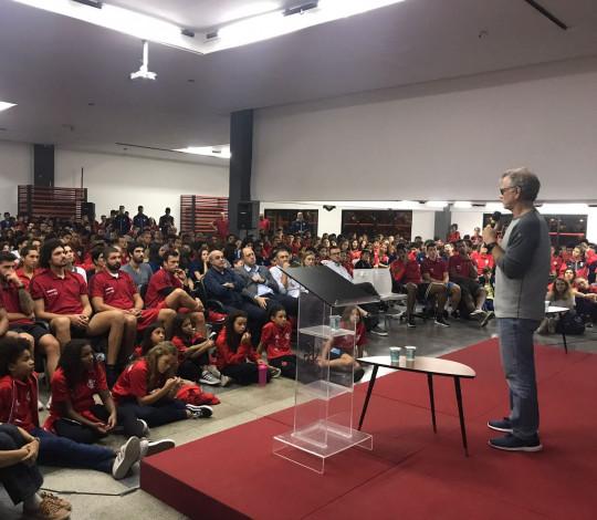 CUIDAR realiza palestra com Bernardinho para mais de 600 pessoas