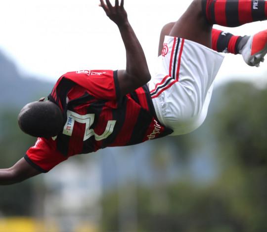 Sub-20 vence Coritiba na Gávea e lidera grupo no Campeonato Brasileiro