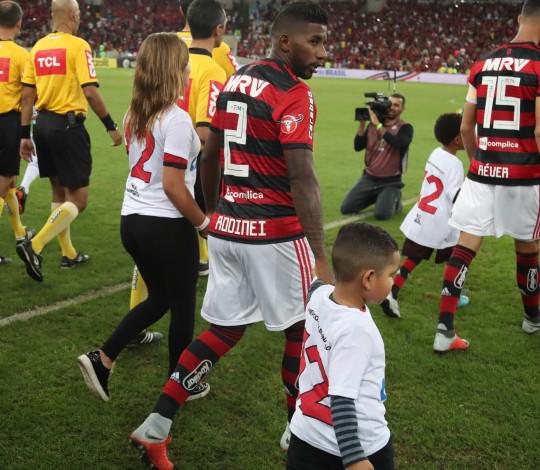 """Rodinei destaca """"energia"""" da Nação e celebra classificação para a semifinal da Copa do Brasil"""