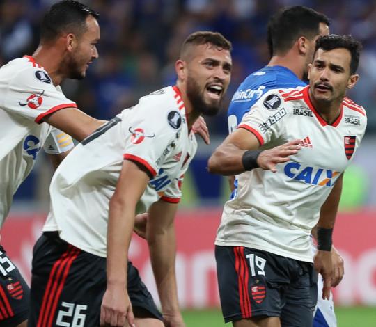 Flamengo vence, mas cai na Conmebol Libertadores