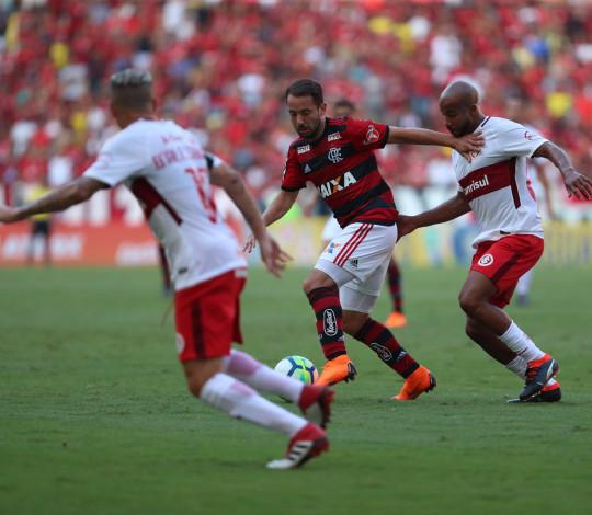 Flamengo enfrenta Internacional pelo Campeonato Brasileiro