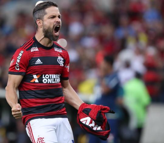 Flamengo vence a Chapecoense em noite de homenagem e reencontro