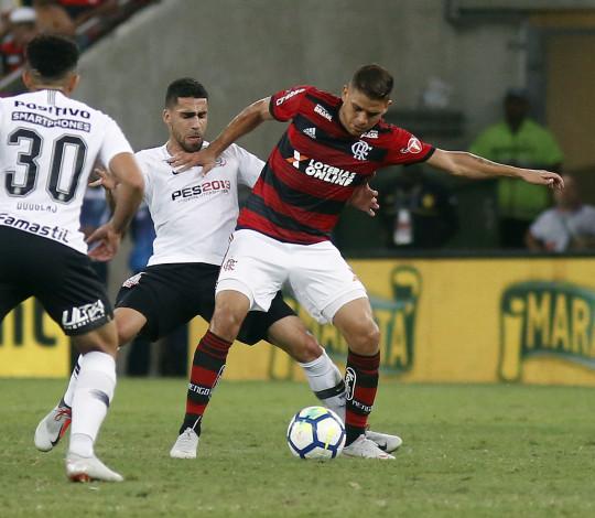 Flamengo não sai do zero com o Corinthians no Maracanã