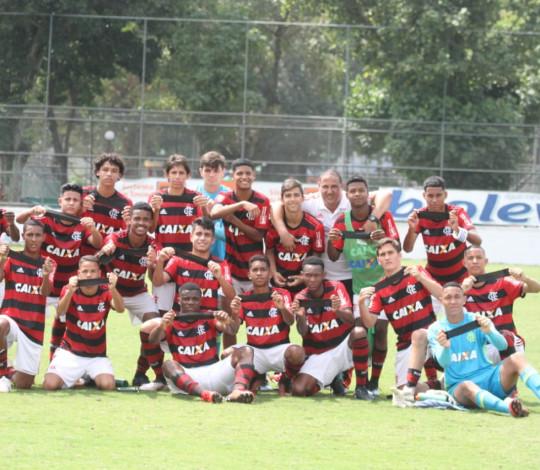 Sub-15 goleia o Botafogo e é campeão antecipado da Taça Guanabara