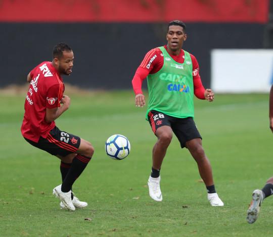 Flamengo se reapresenta no CT de olho nos próximos desafios