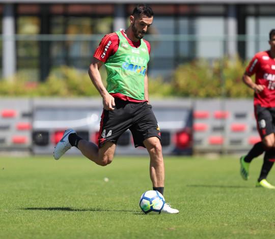 Flamengo realiza treino forte no Ninho do Urubu